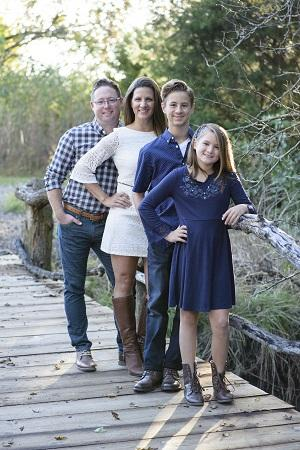 Amanda Schroede pic with family